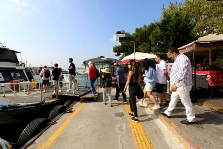 Bus-and-Boat-Istanbul-Check-In-Boat - 15
