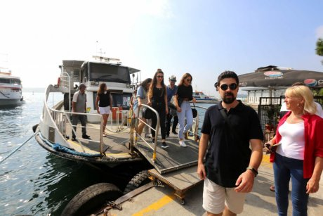 Bus-and-Boat-Istanbul-Get-Off-the-Boat - 20