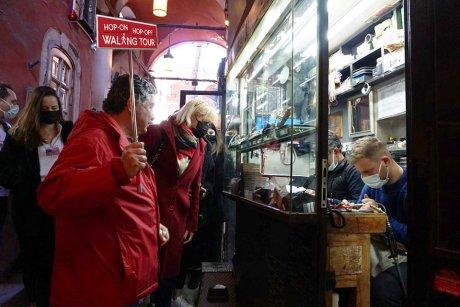 hop-on-hop-off-walking-tour-istanbul-antique-market - 20