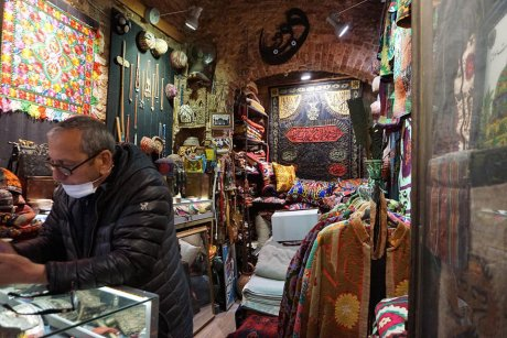 hop-on-hop-off-walking-tour-istanbul-carpet-store - 17