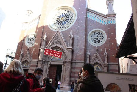 hop-on-hop-off-walking-tour-istanbul-saint-anthony-churh - 34