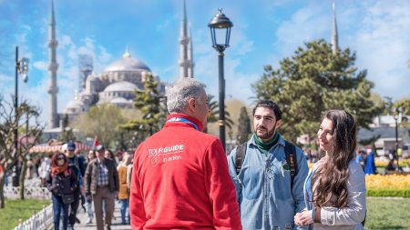 istanbul-blue-mosque-and-sultanahmet-square-tour - 1