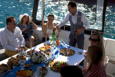 Luxury Yacht Tour, Glass of Wine, Tea and Soft Drinks - 27